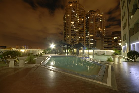 Casa Bocobo Hotel at Zen Towers: Pool Area at Night