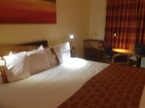 Holiday Inn Express Milton Keynes: Bedroom