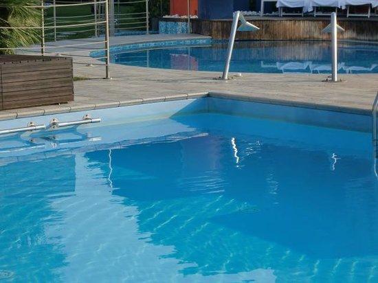 Grand Hotel Diana Majestic: Grüner Algenrand im Schwimmbad