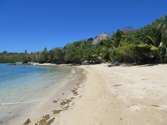 Navutu Stars Fiji Hotel & Resort: Little beach round the corner near Bures 1, 2 & 3