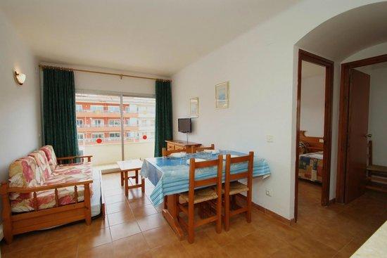 Apartamentos Sa Gavina Medes: Sala de estar/comedor apartamento 4/6