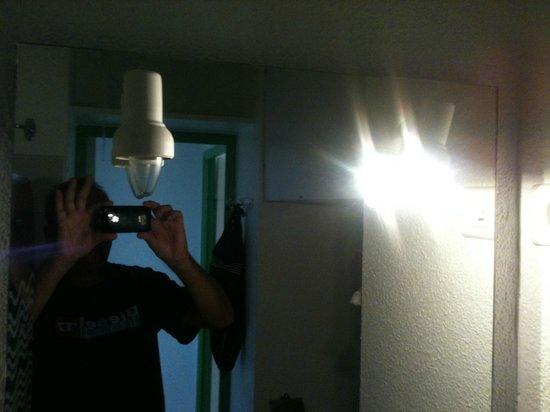Luminaire Avec Les Fils Qui Pendent Photo De Residence Maeva Les