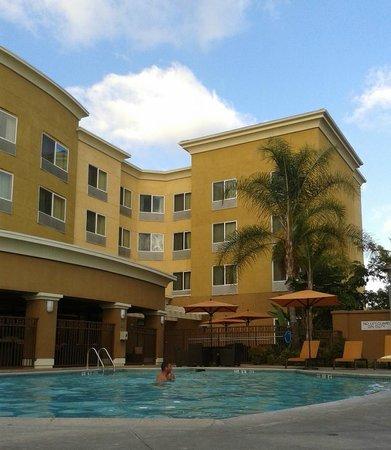 Courtyard Anaheim Resort/Convention Center: Swimming pool area