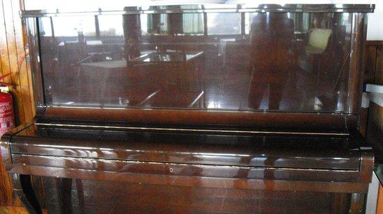 Hotel Bel Tramonto: pianoforte sala ristorante