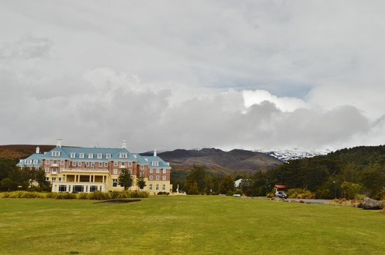 Chateau Tongariro Hotel: Mt Ruapehu in the background.