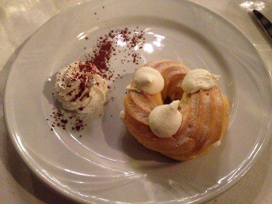Alberoni : Zeppola con crema chantilly
