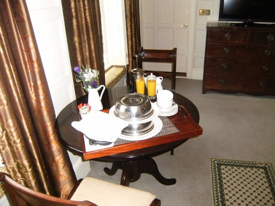 The Old Vine: Breakfast served in our room
