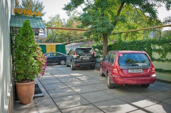 Hotel Barbaris: Парковка