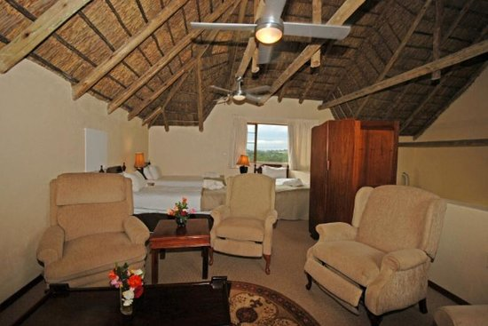 Hoopoe Haven Guest House : Bokmakerie Lounge and Bedroom area
