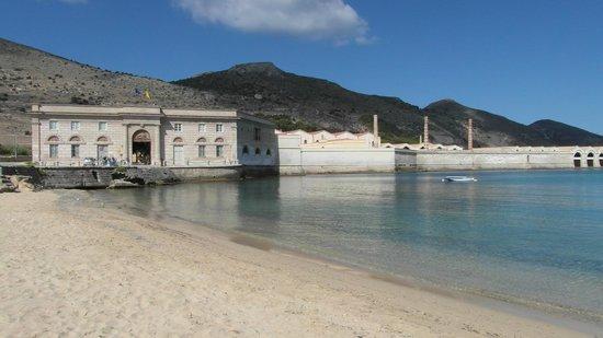 Ex Stabilimento Florio delle Tonnare di Favignana e Formica: Stabilimento dalla spiaggia Playa