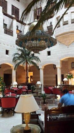 Movenpick Nabatean Castle Hotel: Lobby