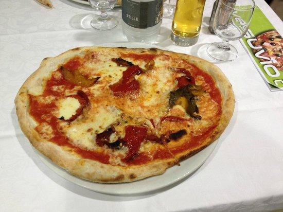 Pizzeria Vesuvio: Splendida margherita più peperoni