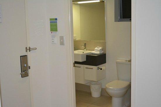 Ramada Hervey Bay: Bathroom