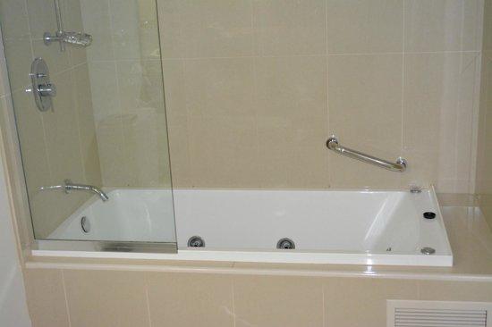 Ramada Hervey Bay: Shower