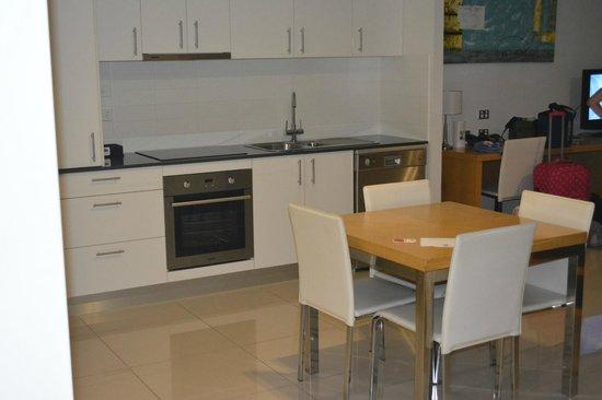 Ramada Hervey Bay : Kitchen/dining