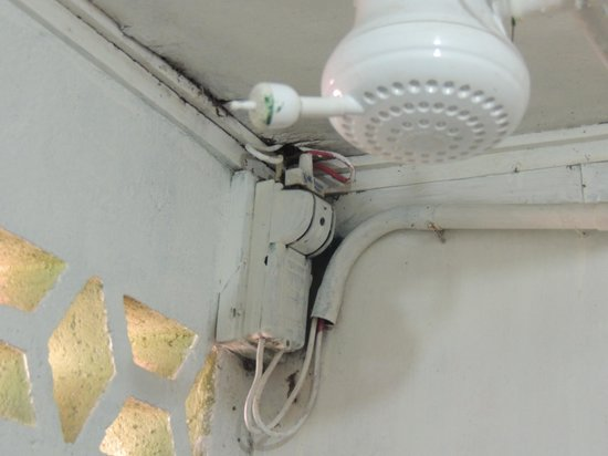 Debbie King's Country Inn : Dangerous wiring attached to shower head