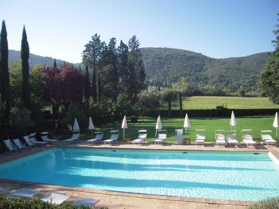 Villa di Piazzano : Pool and view from patio