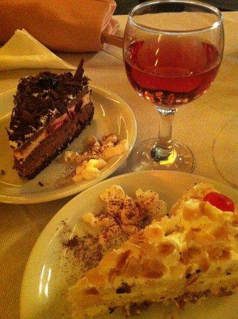 Restaurant Jumbo Style: nice cakes too !