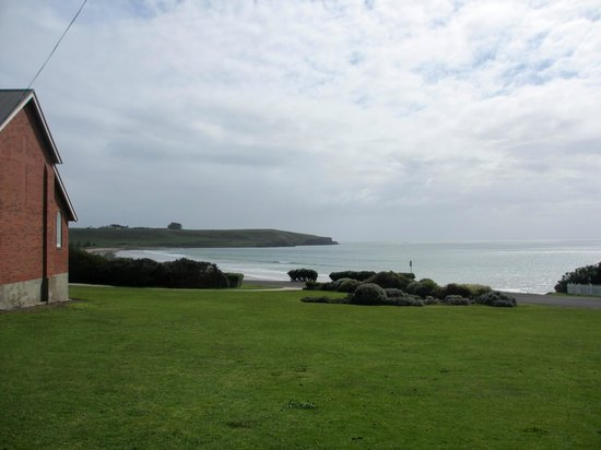 Hanlon House B&B: View of Bass Strait from the church grounds next door.