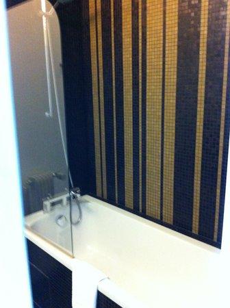 Mercure Paris Bastille Saint Antoine: Bathroom