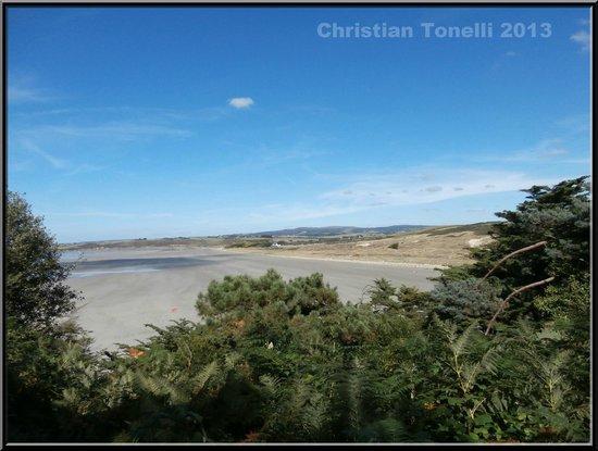 Le Relais de Trefeuntec : la plage a 150m du relais!