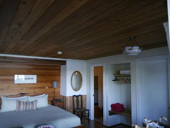 Red Crow Guesthouse: River Otter Suite