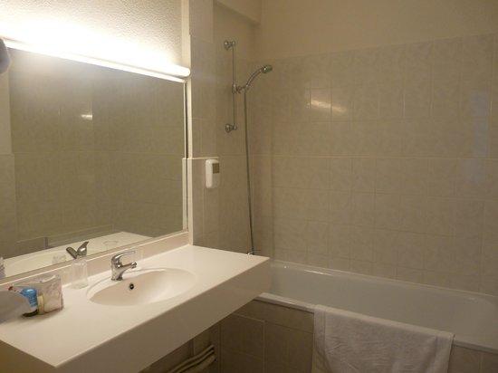 Hotel le Progres: La salle de bain