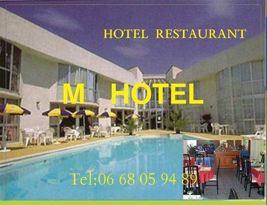 M Hotel : l'espace  terrasse  et  piscine