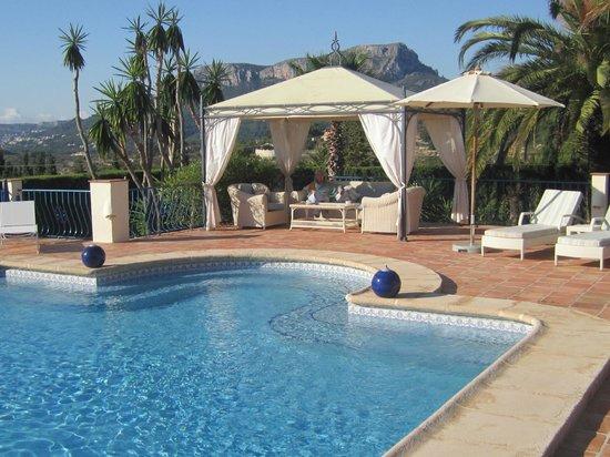 Hotel La Madrugada: The pool area