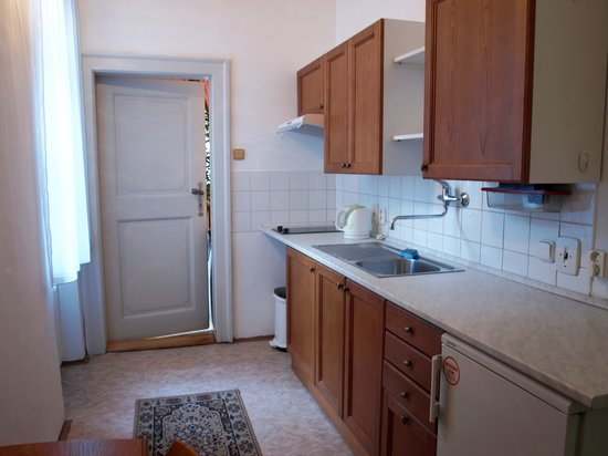 U Cerneho Medveda- At The Black Bear: Small kitchen