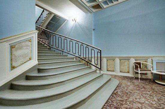 History on Angliyskaya Embankment : Холл отеля на Английской
