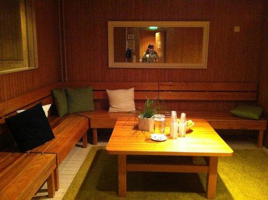 Radisson Blu Hotel, Espoo: комната отдыха в сауне