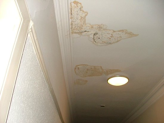 The Pitlochry Hydro Hotel: The ceiling of the corridor outside our room