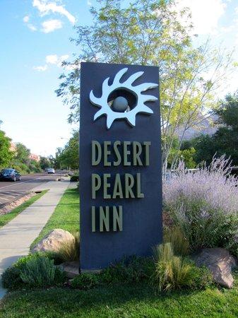 Desert Pearl Inn: Hotel Sign