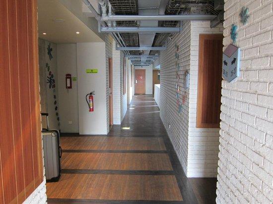 MaxOneHotels at Sabang: Hallway to room
