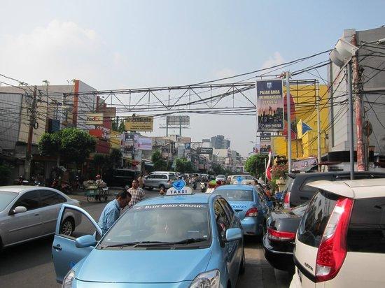 MaxOneHotels at Sabang: Street front of MaxOne