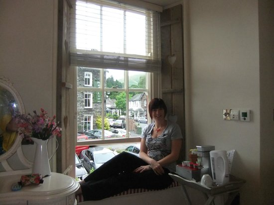 Heidi's Grasmere Lodge: Window seat in room 2