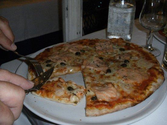 Restaurante Miramar Yumbo: pizza miramar met heerlijke vis