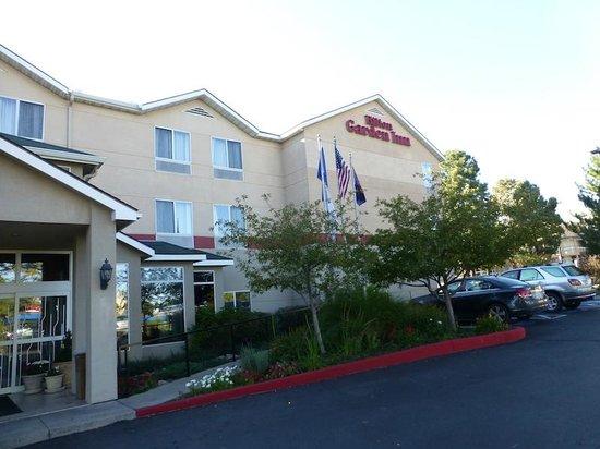 Hilton Garden Inn Flagstaff: Front of hotel