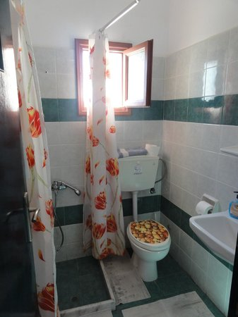 Koronios Villa: The bathroom.