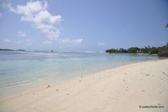Just Surf Villa & Lodge Maldives: Himmafushi beach
