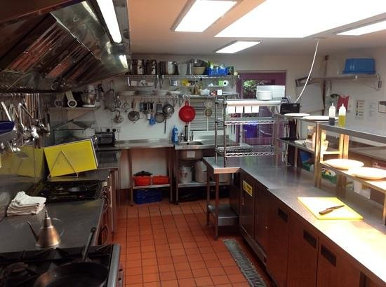 Mariners Bar & Restaurant: Another view of our new kitchen. Here we cook from scratch to order using fresh ingredients.