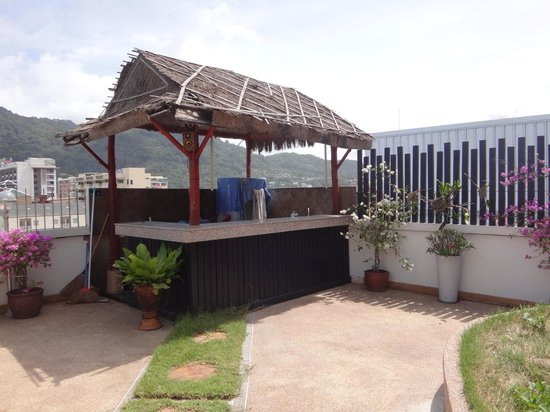 Palm Beach Hotel Phuket : Roof bar: closed?