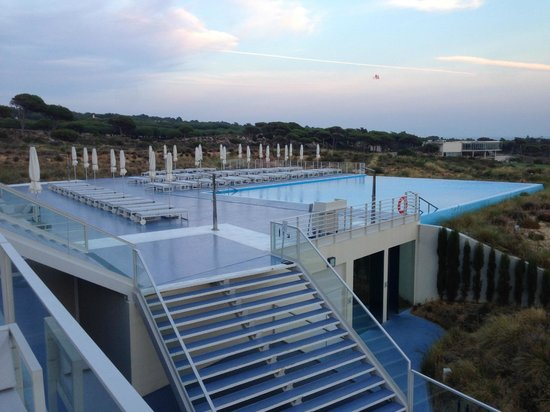 The Oitavos : Infinity pool...