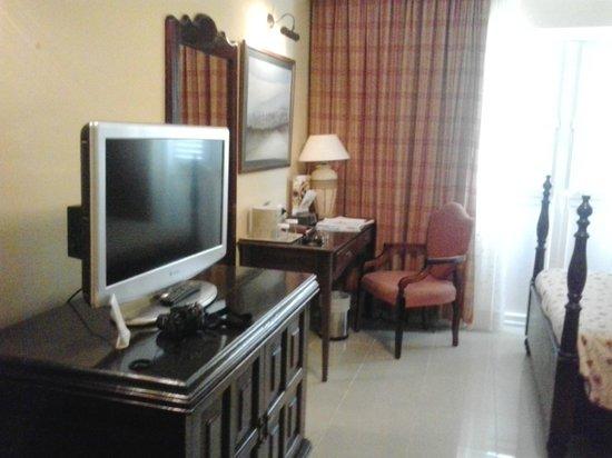 Iberostar Grand Hotel Trinidad: TV in room