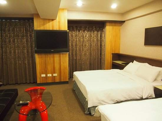 Le Parker Hotel : clean and spacious room