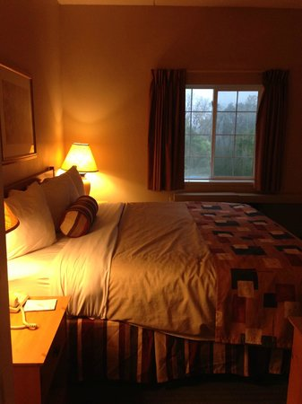 CrestHill Suites Albany : Bedroom