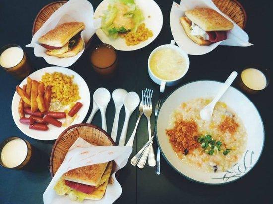 Le Parker Hotel : Breakfast buffet