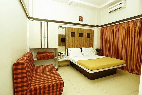 Sai Deep Vilas: AC Double  Bed