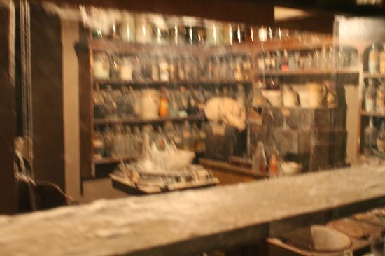 Flambards Theme Park : Old fashioned Chemist exhibit